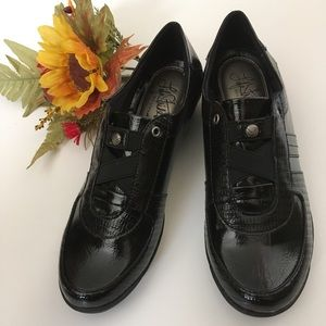 Life Stride Slip On Patent Leather Loafer SZ 8 M